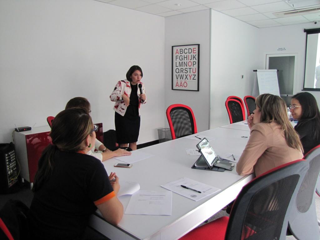 Durante el programa, aprendices y mentoras reciben entrenamiento en Habilidades Gerenciales, Empoderamiento y Liderazgo.